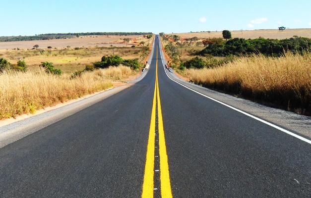 Bolsonaro defende integração de rodovias e ferrovias para melhorar o transporte de cargas