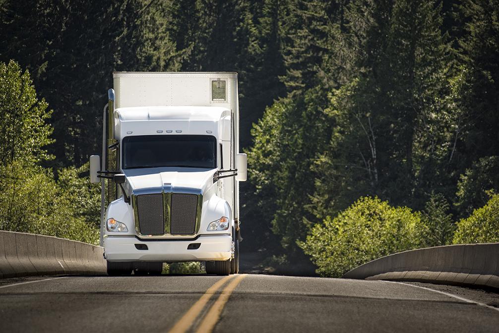 Demanda por transporte rodoviário de cargas no Brasil supera níveis de março